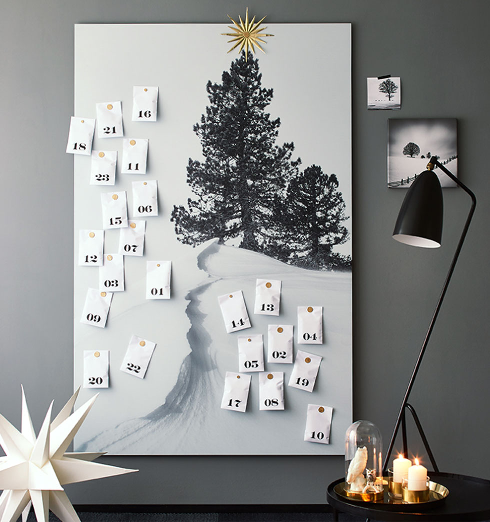 Magnetic picture / magnetic board as advent calendar.