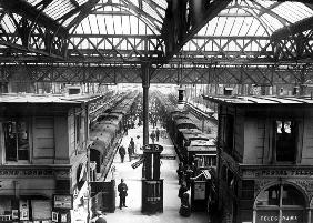 Interior of Charing Cross Station, London, c.1890 (b/w photo)