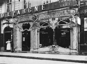 Shop window, Paris, 1904 (b/w photo)