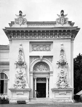 Gate of the military exhibition at the Universal Exhibition, Paris