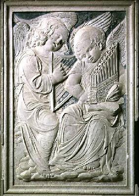 Two putti, one playing the harp and singing, the other playing the portative organ, from the frieze