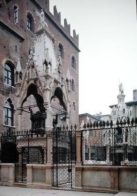 Funerary monument of Mastino II Della Scala (1308-51) (photo)