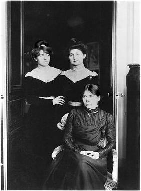 Portrait of three cousins, L-R: Jeannie Gobillard (1877-1970), Julie Manet (1878-1967), Paule Gobill
