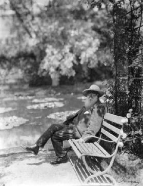Claude Monet (1841-1926) in his garden at Giverny, c.1920 (b/w photo)