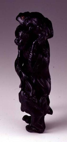 Shosai, Oizumi : Netsuke depicting the Gama...