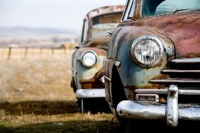 Sascha Burkard - vintage cars abandoned in rural Wyoming