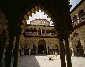 Patio in Real Alcazar (photo)
