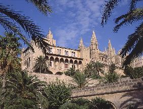 View of La Almudaina Palace, Palma de Mallorca (photo)
